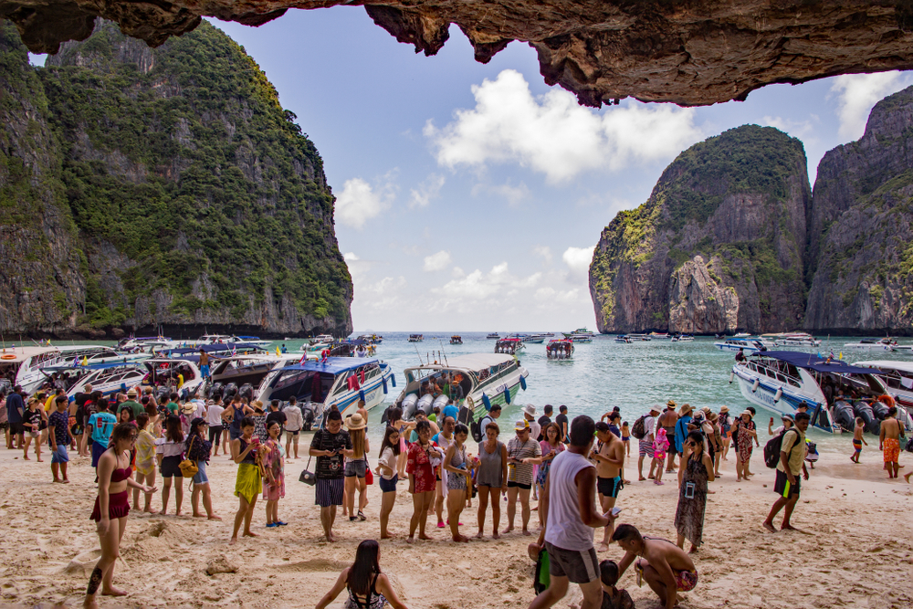 picture of overtourism in Maya Bay, Thailand