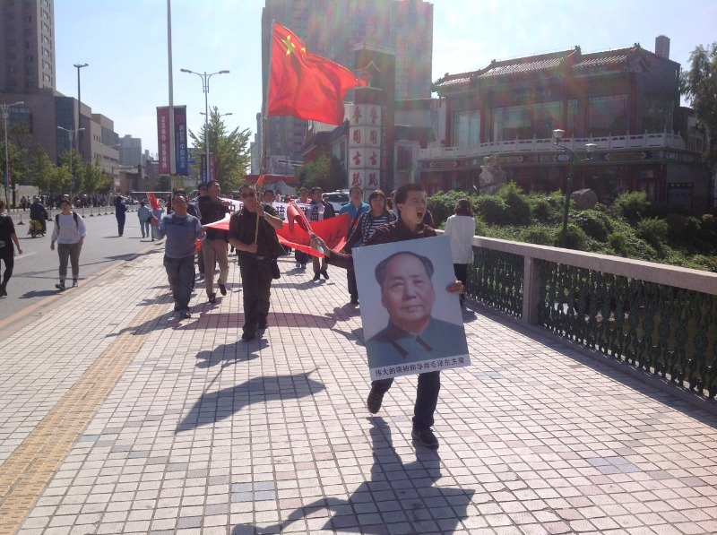 Chinese protestors in Shenyang holding portraits of Mao Zedong in the 2012 anti-Japanese demonstration.